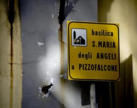 Festini gay, cardinale Sepe sospende parroco a Napoli