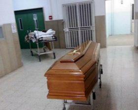 Obitorio spostato in reparto,bare in ascensore con pazienti