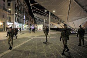 Foto 1 - Pattuglia in azione nella notte a Piazza Garibaldi