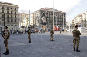 Foto 1 - Presidio dei militari di Strade Sicure a Piazza Garibaldi Napoli