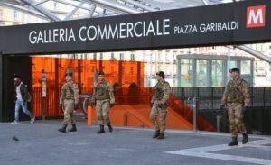 Pattuglia del Reggimento Cavalleggeri Guide (19°) a Piaza Garibaldi Napoli