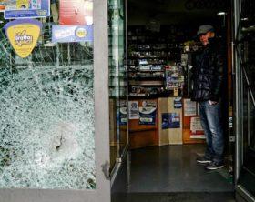 Ancora raid in centro Napoli,vetrine sfondate accanto Comune
