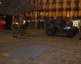 Foto 2 - Militari in azione a Napoli