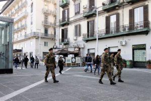 Foto 2 - Pattuglia in azione a Piazza Garibaldi. Napoli
