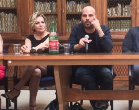 xgomorra-3_conferenza-stampa-740x350-png-pagespeed-ic-qyg_96imba