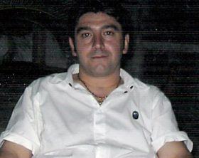 GNA CASORIA 27/06/2012 FIORI E BIGLIETTI DAVANTI AL BAR, CHIUSO PER LUTTO, IN LARGO SAN MAURO DOVE IERI E' STATO ASSASSINATO ANDREA NOLLINO. IN FOTO ANDREA NOLLINO (RENATO ESPOSITO NEWFOTOSUD)