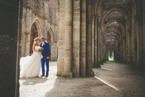 un-matrimonio-rosa-e-lilla-allabbazia-di-san-galgano-127-int