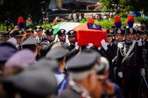 Cc ucciso:iniziati funerali,nella chiesa delle nozze