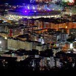 I giochi d'artificio allo stadio San Paolo visto dalla collina di Posillipo durante la cerimonia di chiusura dell' Universiade Napoli 2019, a Napoli, 14 luglio 2019. ANSA/ CIRO FUSCO