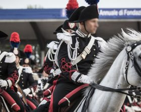 carabinieri-a-cavallo-737x415