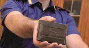 napoli-la-polizia-a-ponticelli-sequestra-oltre-un-chilo-di