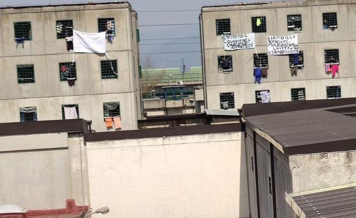 Coronavirus: 'Entrato Covid nel carcere', protesta a Napoli