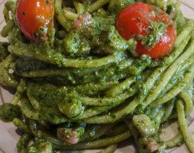 spaghetti-al-pesto-di-rucola-con-pomodorini-e-pancetta-recipe-main-photo