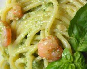spaghetti-al-pesto-e-gamberetti