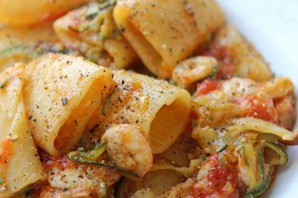 paccheri-pomodorini-zucchine-e-gamberetti