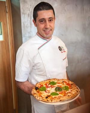 ciro-salvo-con-pizza
