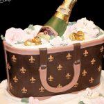 torte-spettacolari-borsa-firmata-luis-vuitton-con-bottiglia-di-spumante-creata-da-sweet-treasures-770x513