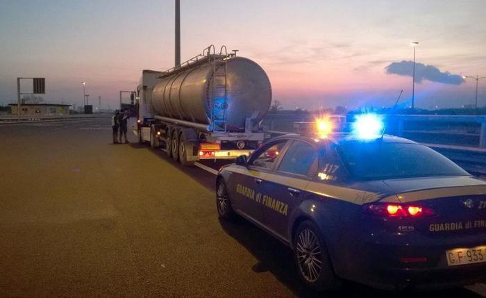 Contrabbando gasolio da Est Europa, 3 arresti e 83 denunce