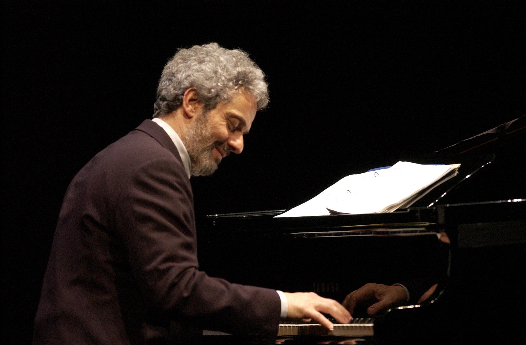 nicola-piovani-al-pianoforte