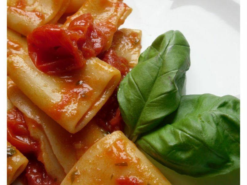 paccheri-ai-tre-pomodori-fior-di-filetti-pomodori-secchi-pomodorini-lg-225706p358340